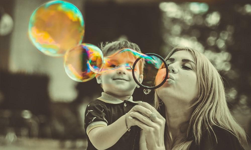 Wie du mit Kritik an deinem Kind fertig wirst (in 5 Schritten)